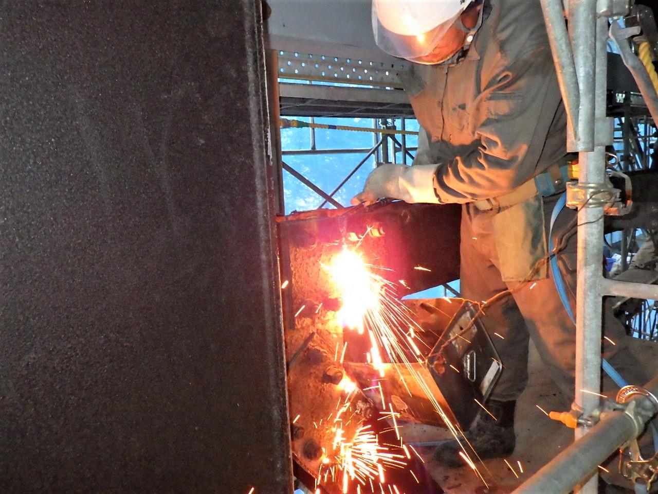 鋼製支柱取替工替