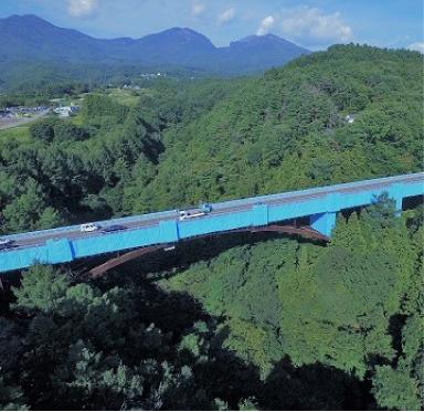 工事中の中沢大橋(当社ドローン撮影)