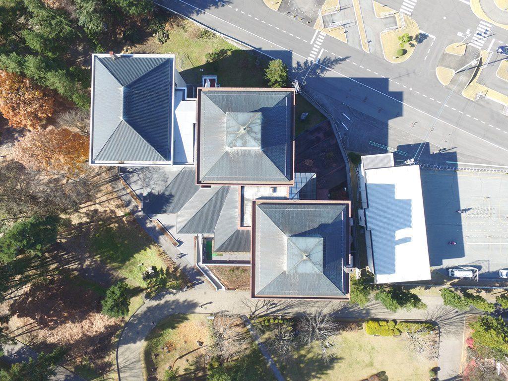 屋根リフォーム前の佐久市立近代美術館